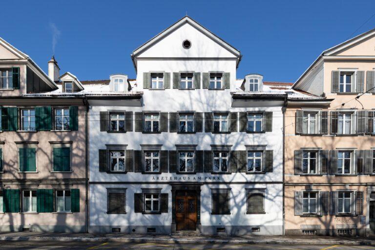 Ärztehaus am Park aus Sicht des Kantonsschulparks